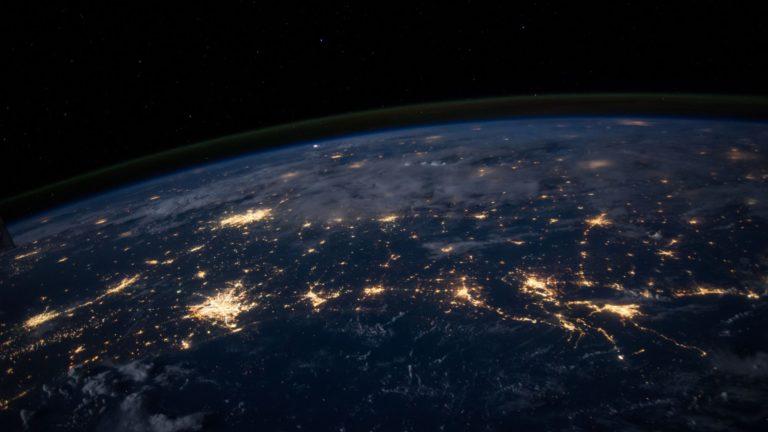 音響機材の世界的な基準の話